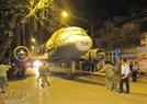 Di chuyển máy bay trên đường Lê Duẩn - Hà Nội.