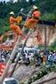 Sửa chữa cơ sở hạ tầng thiệt hại sau động đất.