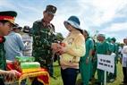 Thiếu tướng Nguyễn Viết Hoàng Phó Tư lệnh quân khu 5 biểu dương các lực lượng tham gia diễn tập.