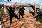 Lực lượng cứu hộ tham gia khắc phục sự cố thiên tai.