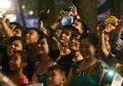 La presentación de pirotecnia satisface a los capitalinos. Foto: Thong Hai