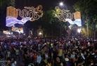 首都解放60周年記念日を歓迎するために、美しく飾れたハノイの通り。 撮影:トン・ハイ