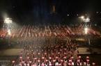Más de mil estudiantes se reúnen en la ciudadela imperial de Thang Long con el fin de expresar su amor a Hanoi y su determinación de hacer de la capital una ciudad más próspera y hermosa. Foto: Thong Hai