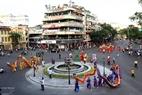 Những đội rồng khoe dáng trên đường phố Hà Nội. (Ảnh: Trần Thanh Giang)