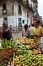 Punto de venta de verduras en la calle de La Habana Vieja.