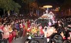 Đoàn xe diễu hành đón mừng Giáng Sinh ở Thanh Hóa. Ảnh: Thanh Tùng – TTXVN
