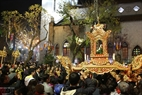 La procession de la statue de l'Enfant- Jésus à la cathédrale de Ham Long (Hanoi). Photo: Thong Hai - Revue Vietnam Illustré