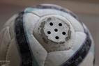 Un balón especial que puede crear sonidos ayuda a los niños ciegos a determinar su posición.