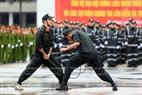 A Qigong performance involving bending two steel bars. Photo: Tran Thanh Giang/VNP