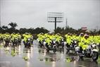 Motociletas de la policía de tránsito con la tarea de proteger a los Jefes de Estado y las delegaciones internacionales participantes en el evento. Foto: Khanh Long