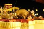 Les offrandes comprennent les Trois animaux (« Tam Sinh ») que sont chèvre, buffle, porc.