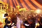 サータック儀式における焼香の模様。