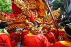 """El festival de la aldea de Gia se conoce a través de la frase: """"Boi Dam, ruoc Gia, hoi Thay"""" (Regata en la aldea de Dam, Procesión de Gia, Festival Thay)."""