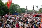 Gente de muchos lugares acuden a presenciar el festival de Quan Gia.