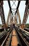维修龙边桥铁路严重退化部分。本报记者 郑部 摄