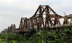 龙边桥由法国人建于1898至1902年间,是横跨红河的第一座铁桥,连接河内的还剑郡和龙边郡,目前已经严重退化。本报记者 郑部 摄