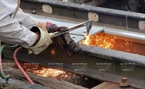 Welding to connect steel bars on the bridge. Photo: Trinh Bo/VNP