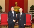 Party General Secretary Nguyen Phu Trong receives Lao Prime Minister Thongloun Sisoulith during his trip to Vietnam to attend the summits. Photo: VNA