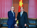 The Vietnamese Prime Minister has a meeting with Richard Samans, Director of the Centre for the Global Agenda and Member of the World Economic Forum Managing Board. Photo: VNA