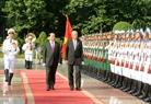 Chủ tịch nước Trần Đại Quang và Tổng thống Htin Kyaw duyệt Đội Danh dự Quân đội Nhân dân Việt Nam tại Lễ đón. Ảnh: Nhan Sáng/TTXVN