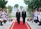 Chủ tịch nước Trần Đại Quang và Tổng thống Htin Kyaw tiến vào Phòng hội đàm. Ảnh: Nhan Sáng/TTXVN