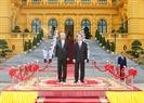 Từ ngày 26 đến 28/10/2016, Tổng thống Cộng hòa Liên bang Myanmar Htin Kyaw và Phu nhân đã có chuyến thăm cấp Nhà nước tới Việt Nam. Trong ảnh: Lễ đón Tổng thống Htin Kyaw được tổ chức trọng thể tại Phủ Chủ tịch. Ảnh: Nhan Sáng/TTXVN