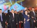 2016年第3回越・中青年フェステイバルの閉幕式に出席する張 徳江中華人民共和国の全国人民代表大会常務委員会委員長とグエン・ティ・キム・ガンベトナム国会議長。撮影:チョン・ドゥック-ベトナム通信社
