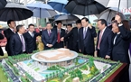 設立されている越-中友好館を訪問する張 徳江中華人民共和国の全国人民代表大会常務委員会委員長。撮影:フオン・ホア-ベトナム通信社