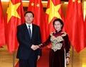2016年11月8日、11日まで、張 徳江中華人民共和国の全国人民代表大会常務委員会委員長はベトナムを公式に訪問した。張 徳江中華人民共和国の全国人民代表大会常務委員会委員長を歓迎するグエン・ティ・キム・ガンベトナム国会議長。撮影:チョン・ドゥック-ベトナム通信社