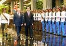 ທ່ານປະທານ ປະເທດ ເຈີ່ນດ້າຍກວາງ ແລະ ທ່ານປະທານສະພາແຫ່ງລັດ ແລະ ສະພາລັດຖະມົນຕີ ກູບາ Raul Castro ກວດກອງກຽດຕິຍົດໃນພິທີຕ້ອນຮັບ. ພາບ: ພາບ: ຍານຊ໋າງ/VNA