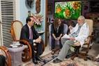 ໃນຕອນບ່າຍວັນທີ 15 ພະຈິກ, ທ່ານປະທານປະເທດ ເຈີ່ນດ້າຍກວາງ ໄດ້ມີການພົບປະແລກປ່ຽນຄວາມຄິດ ຄວາມເຫັນກັບທ່ານນຳປະຕິວັດ ກູບາ Fidel Castro. ພາບ: EPA/VNA