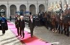 Утром 22 ноября 2016 года, в резиденции Президента в столице Италии Риме, состоялась торжественная церемония встречи президента СРВ Чан Дай Куанга. На фото: Президент Италии Серджо Маттарелла и президент Вьетнама Чан Дай Куанг принимают почётный караул. Фото: Нян Шанг - ВИА