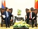 Le Premier ministre Nguyên Xuân Phuc reçoit son homologue cambodgien Samdech Hun Sen au siège du gouvernement. Photo: Thong Nhat – AVI
