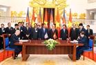 Les deux Premiers ministres témoignent d'une cérémonie de signature des documents de coopération entre les deux pays. Photo: Thong Nhat – AVI
