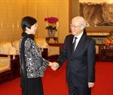 El secretario general del PCV Nguyen Phu Trong recibe al presidenta de la Asociación de Amistad del Pueblo chino con el extranjero, Li Xiaolin. Foto: Tri Dung – VNA