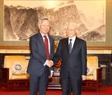 El secretario general del PCV recibe al presidente del Banco de inversión en infraestructuras de Asia (AIIB), Jin Liqun. Foto: Tri Dung – VNA