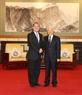 El secretario general del PCV recibe al presidente del grupo Sunwah, Jonathan Choi. Foto: Tri Dung – VNA