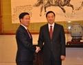 En el marco de la visita, el jefe del Departamento de Propaganda y Educación del Partido Comunista de Vietnam, Vo Van Thuong, sostiene un encuentro con el secretario de la Secretaría Central del PCCh y jefe de su Departamento de Propaganda, Liu Qibao. Foto: Vinh Ha – VNA
