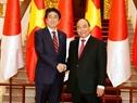 Премьер-министр Японии Синдзо Абэ с супругой успешно завершил официальный визит во Вьетнам, который проходил 16 и 17 января по приглашению премьер-министра СРВ Нгуен Суан Фука. Фото: Тхонг Нят - ВИА