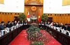 Глава японского правительства провел переговоры со своим вьетнамским коллегой Нгуен Суан Фуком. Фото: Тхонг Нят - ВИА