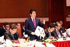 Премьер-министр Нгуен Суан Фук и Премьер-министр Синдзо Абэ сопредседательствовали на вьетнамо-японском бизнес-форуме. Фото: Зань Лам - ВИА