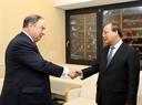 El Premier recibe al presidente del grupo Prudential, Paul Manduca. Foto: Thong Nhat – VNA