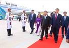 At the invitation of State President Tran Dai Quang, the Chinese high-ranking delegation led by Chinese Premier Xi Jinping attends the APEC Economic Leaders' Week held in Da Nang. Minister of Information and Communications Truong Minh Tuan receives the delegation at Da Nang international airport in the midday of November 10, 2017. Photo: VNA