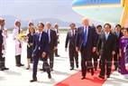 At the invitation of State President Tran Dai Quang and his wife, the US high-ranking delegation led by President Donald Trump attends the APEC Economic Leaders' Week held in Da Nang. Minister of Information and Communications Truong Minh Tuan receives the delegation at Da Nang international airport in the midday of November 10, 2017. Photo: VNA