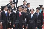At the invitation of State President Tran Dai Quang, the Indonesian high-ranking delegation led by President Joko Wikodo and his wife attends the APEC Economic Leaders' Week held in Da Nang.  Minister of Information and Communications Truong Minh Tuan receives the delegation at Da Nang international airport in the afternoon of November 10, 2017. Photo: VNA