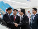 At the invitation of State President Tran Dai Quang, the Cambodian high-ranking delegation led by Prime Minister Samdech Techo Hun Sen attends the APEC Economic Leaders' Week held in Da Nang. Minister of Information and Communications Truong Minh Tuan receives the delegation at Da Nang international airport on November 10, 2017. Photo: VNA
