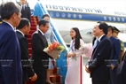 At the invitation of State President Tran Dai Quang, the Thai high-ranking delegation led by Prime Minister Prayuth Chan-ocha and his wife attends the APEC Economic Leaders' Week held in Da Nang.  Minister of Education and Training Phung Xuan Nha receives the delegation at Da Nang international airport on November 10, 2017. Photo: VNA