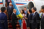 At the invitation of State President Tran Dai Quang and his wife, the Russian high-ranking delegation led by President Vladimir Putin attends the APEC Economic Leaders' Week held in Da Nang. Minister of Education and Training Phung Xuan Nha receives the delegation at Da Nang international airport in the morning of November 10, 2017. Photo: VNA