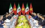 ក្នុងក្របខណ្ឌសប្តាហ៍កំពូល APEC ២០១៧ នាយប់ថ្ងៃទី៩ ខែវិច្ឆិកា ឆ្នាំ២០១៧ នៅខេត្តដាណាំង (Da Nang)  លោកប្រធានរដ្ឋ ត្រឹនដាយក្វាង (Tran Dai Quang) បានជួបសវនាការទ្វេភាគី ជាមួយ លោកប្រធានាធិតបីម៉ិកស៊ិច Enrique Peña Nieto ។ រូបថត៖ ទីភ្នាក់ងារសារព័ត៌មានវៀតណាម