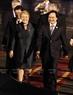 ໂດຍຕອບສະໜອງຕາມຄຳເຊື້ອເຊີນຂອງທ່ານ ເຈີ່ນດ້າຍກວາງ, ປະທານປະເທດແຫ່ງ ສສ. ຫວຽດນາມ ແລະ ພັນລະຍາ,  ຄະນະຜູ້ນຳຂັ້ນສູງພື້ນຖານເສດຖະກິດ ຈີເລ ໂດຍທ່ານປະທານາທິບໍດີ Michelle Bachelet ນຳໜ້າ ເຂົ້າຮ່ວມສັບປະດາ ຂັ້ນສູງ APEC 2017 ທີ່ນະຄອນ ດ່າໜັງ. ຕອນຄຳ່ວັນທີ 9 ພະຈິກ 2017, ທ່ານ ຟຸ່ງຊວນຫຍ້າ, ລັດຖະມົນຕີ ກະຊວງສຶກສາທິການ ໄດ້ມາຕ້ອນຮັບຄະນະ ທີ່ສະໜາມບິນສາກົນ ດ່າໜັງ. ພາບ: VNA